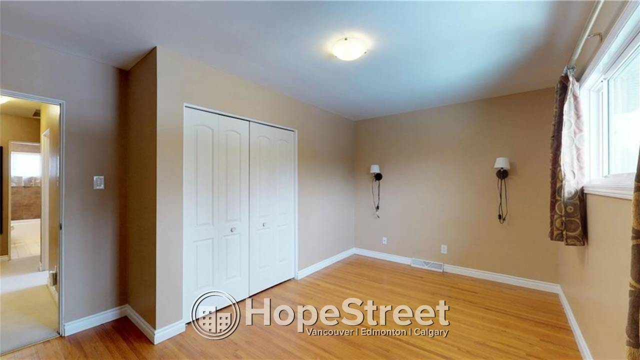 Beautiful 3 BR House for Rent in Chinook Park w/ FULLY FINISHED BSMT!