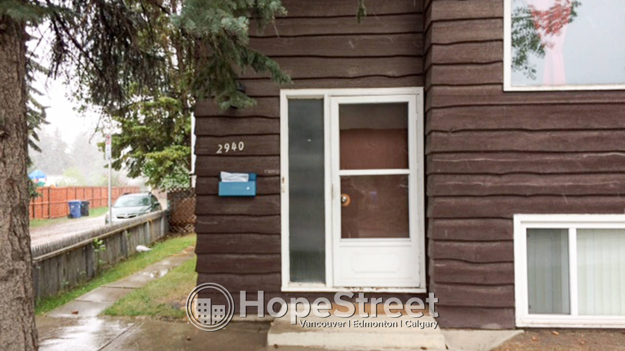 Bright 2 Bedroom Lower Unit in University Heights