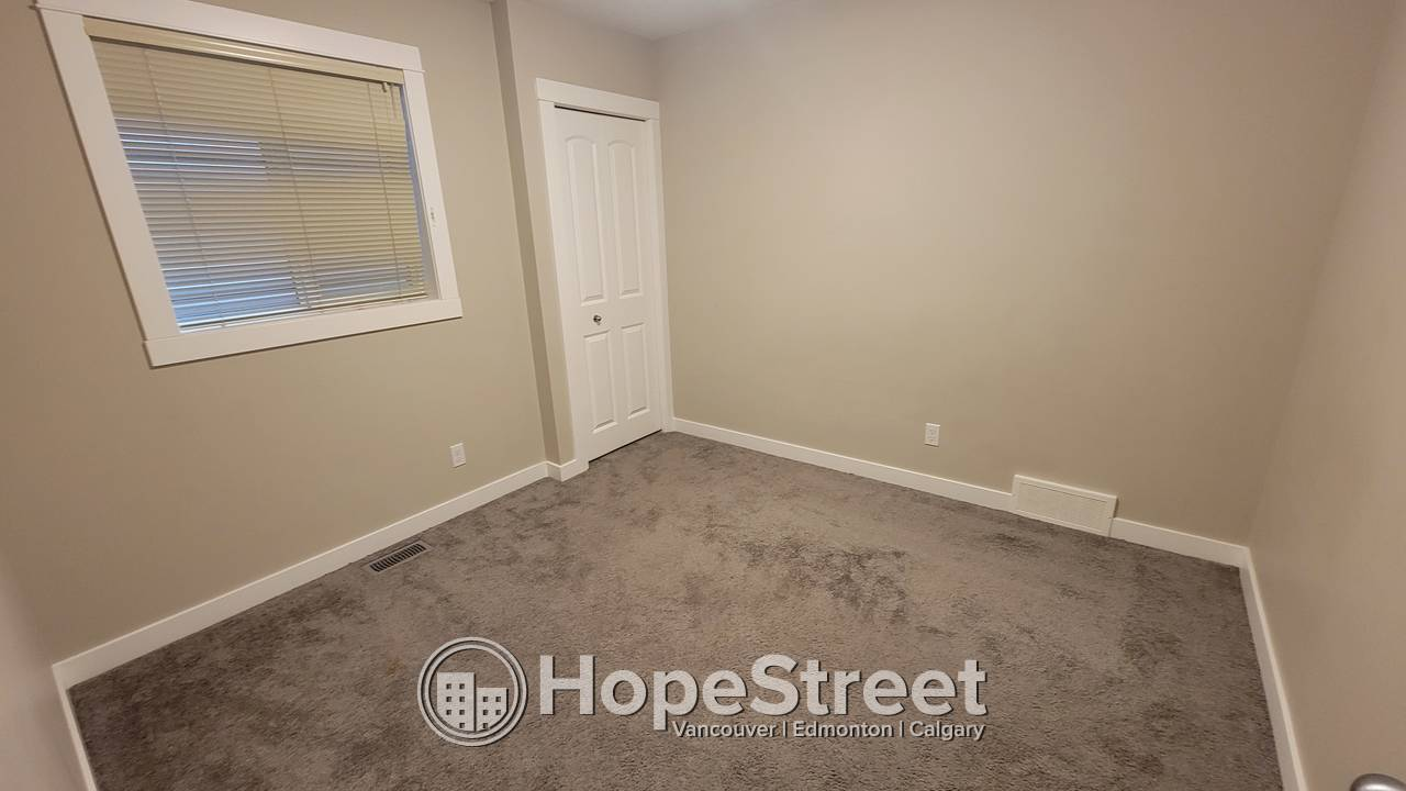5 Bedroom HOME for Rent in Redstone!
