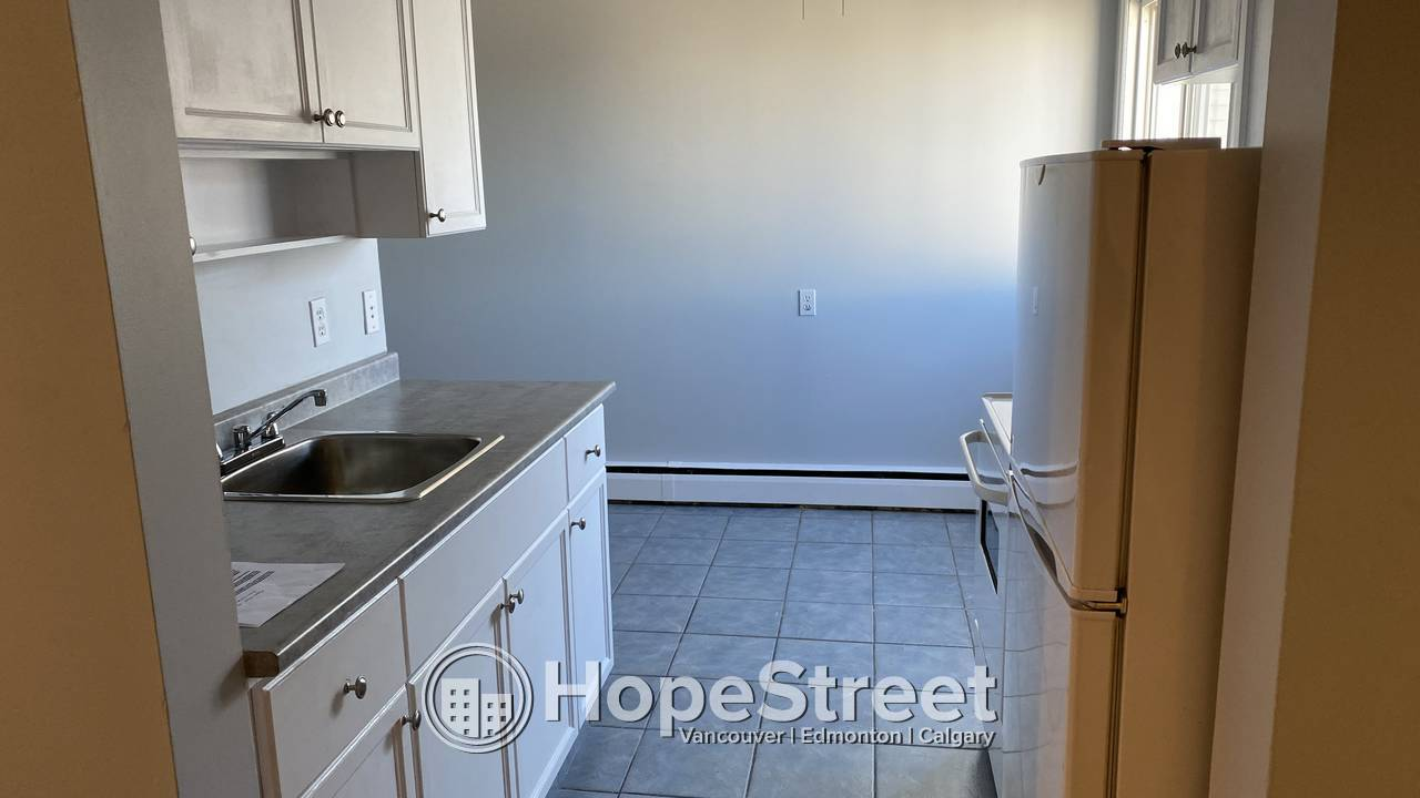 ONE MONTH FREE - 1 Bed Condo for Rent in Queen Mary Park/ Heat & Water Incl.