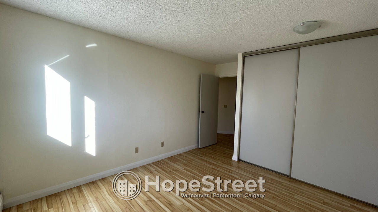 2 BR RENOVATED Condo in Eau Claire w/ Undgr Parking/UTIL. INCLUDED!
