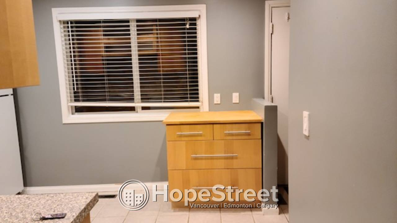 3 BR Townhouse for Rent in St. Albert w/ TWO PARKING STALLS.