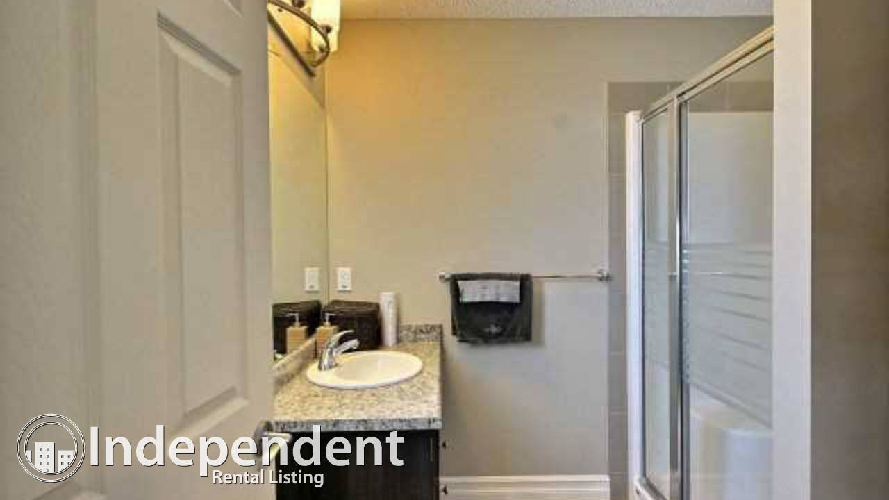 3 bed 2.5 bath Townhouse with Double ATTACHED Garage In Charlesworth!