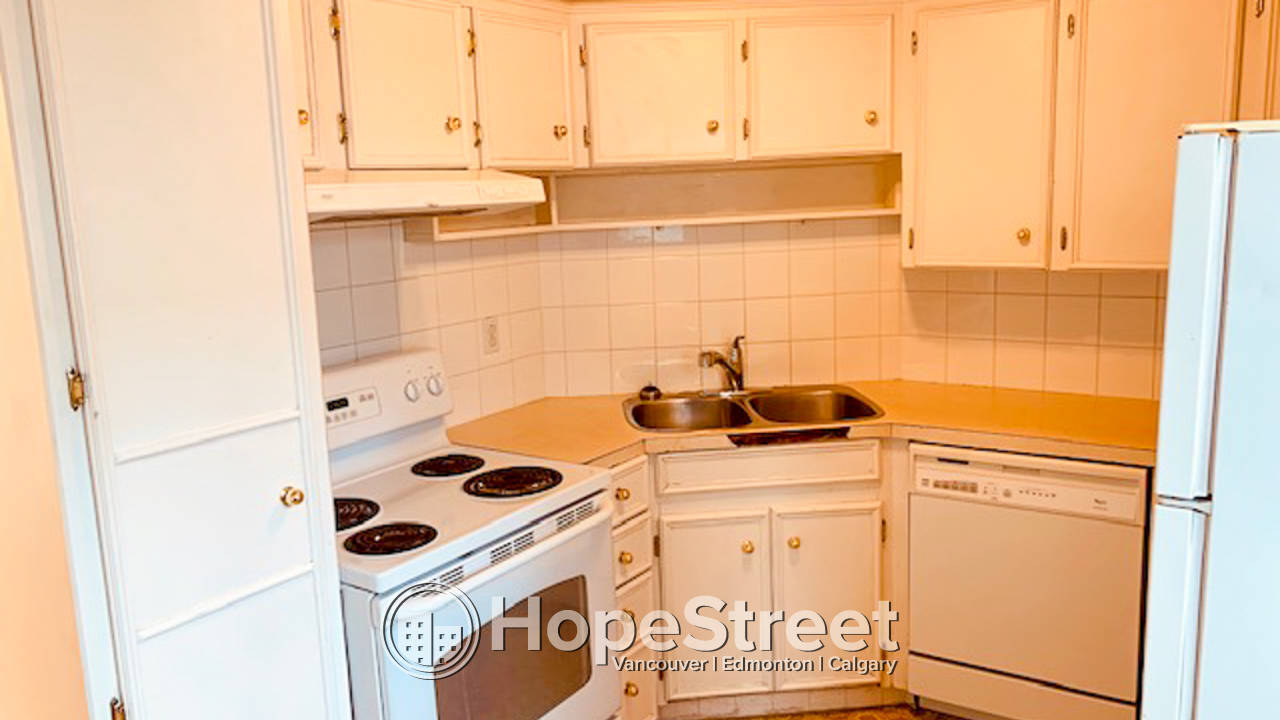 2 Bedroom Duplex in Capitol Hill: Utilities Included!