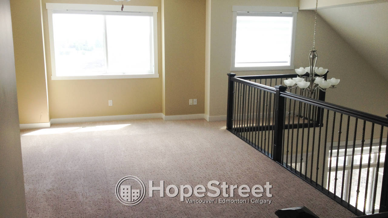 3 Bedroom Executive Rental in Chestermere: Pet Friendly