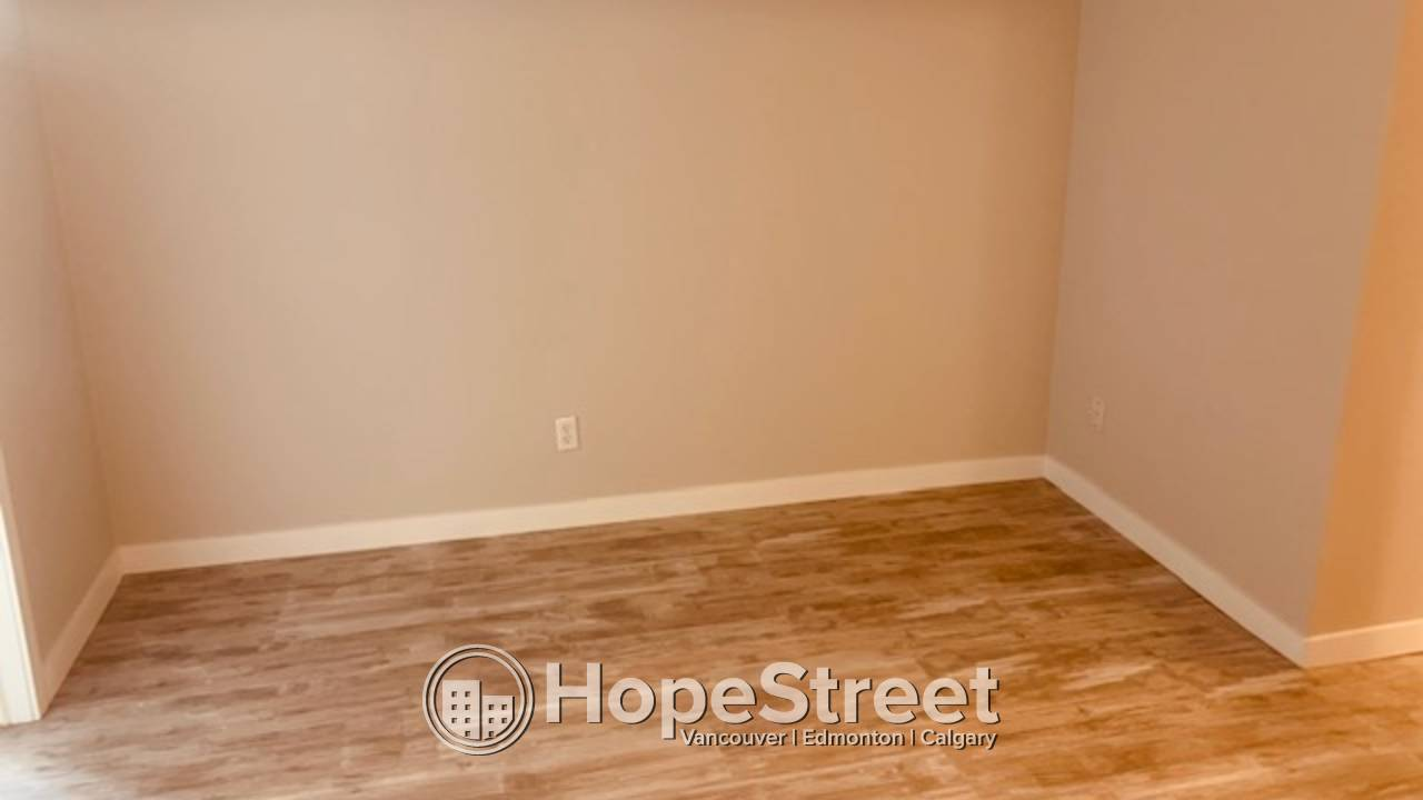 1 BD NEWLY RENOVATED Bsmt SUITE in Glenbrook: Utilities Included!