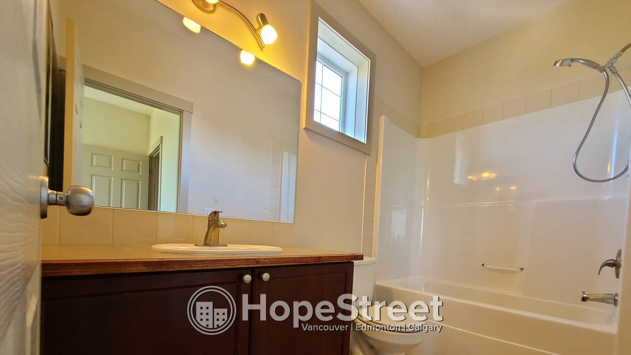 Everything You NEED. ALL RIGHT HERE: 2 Bedroom Townhouse in Wentworth